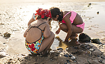 Three little girls playing on the beach - MGOF000722