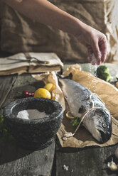Preparing raw salmon for cooking - DEGF000537