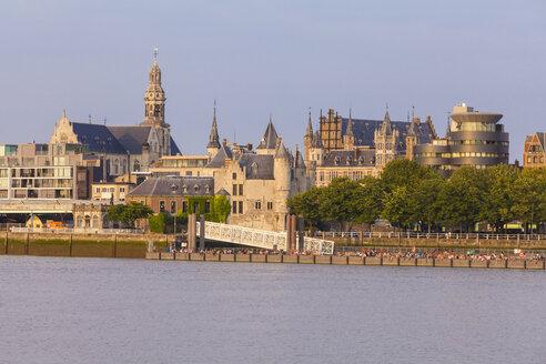 Belgium, Flanders, Antwerp, Cityview with Steen Castle, Scheldt river - WDF003265
