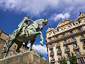 Spain, Barcelona, equestrian statue on Placa Ramon Berenguer el Gran and Cathedral - AMF004233