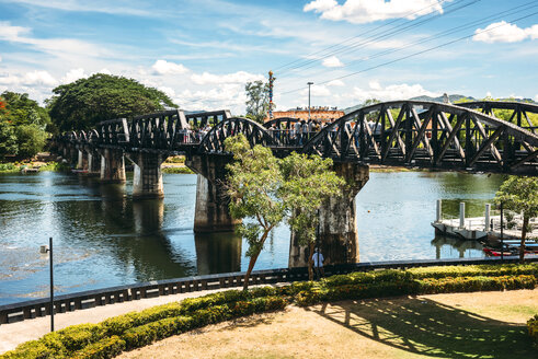 Thailand, Kanchanaburi, view to bridge over River Kwai - EHF000212