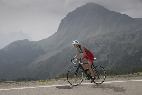 Switzerland, Engadin, cyclist on Bernina Pass - FFF001454