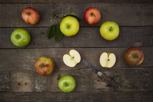 Different apples and pocket knife on wood - LVF003839