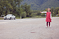 Little girl hitchhiking - XCF000037