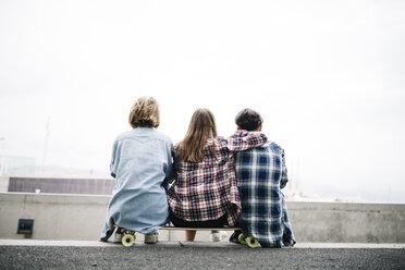 Three friends longboarding in the city - JRFF000101