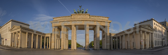 Germany, Berlin, Panoramic view of Brandenburger Tor, Pariser Platz - NKF000408 - Stefan Kunert/Westend61