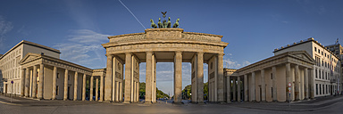 Germany, Berlin, Panoramic view of Brandenburger Tor, Pariser Platz - NKF000408