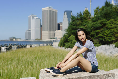 USA, New York City, portrait of young woman relaxing in the sun - GIOF000166