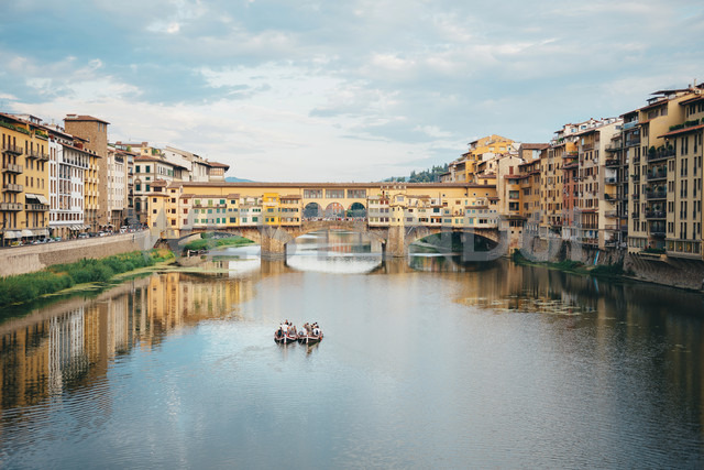 Italy, Florence, River Arno and Ponte Vecchio - GEMF000439