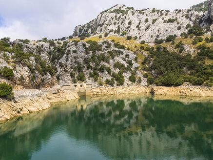Spain, Mallorca, View of Serra de Tramuntana, reservoir Gorg Blau - AMF004282