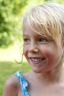 Portrait of smiling little girl in summer - JFEF000713