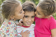 Two little girls kissing a boy - ERLF000052