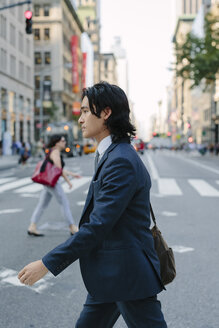 USA, New York City, businessman commuting in Manhattan - GIO000246