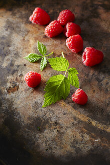 Raspberries and leaves - KSWF001616