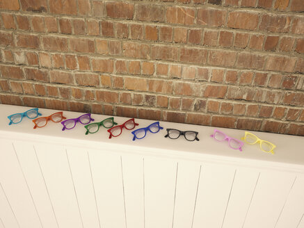 Colourful glasses on shelf - UWF000632