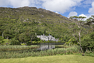 Ireland, County Galway, View of Benedictine Abbey, Kylemore Abbey - EL001619