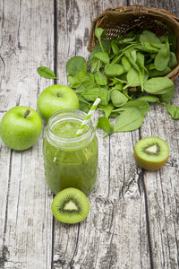 Glass of apple kiwi spinach smoothie and ingredients - LVF003962