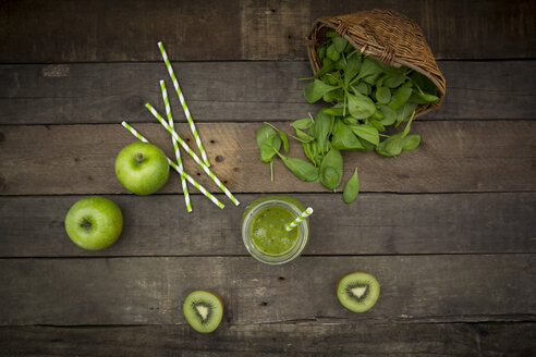 Glass of apple kiwi spinach smoothie and ingredients - LVF003965