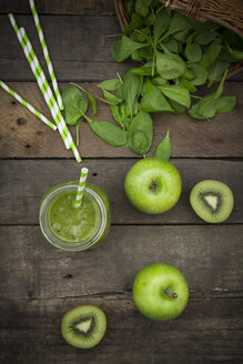 Glass of apple kiwi spinach smoothie and ingredients - LVF003968