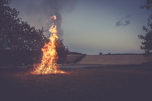 Camp fire on a meadow at twilight - SARF002199