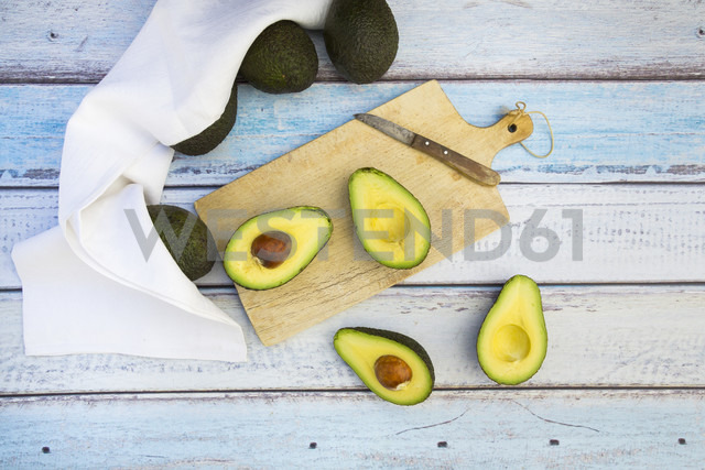 Whole and sliced avocado - LVF003973