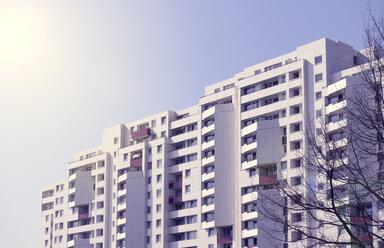 Germany, Ratingen, refurbished apartment building - GUFF000147