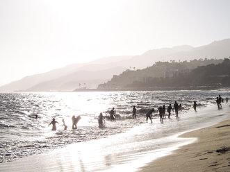 USA, Los Angeles, bathing people at evening twilight - SBDF002306