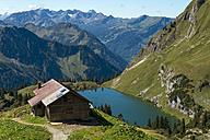 Germany, Bavaria, Oberstdorf, alpine hut at Seealpsee - FRF000336