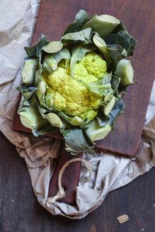 Green cauliflower on chopping board - SBDF002332