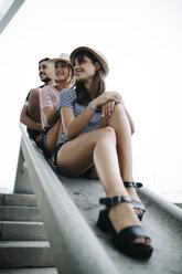 Three friends sitting in a row - JRFF000146