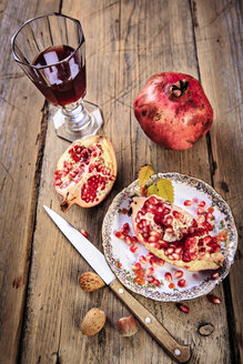 still life with juice, pomegranate and nuts - VTF000451