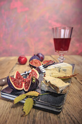 Still life with wine, figs and cheese - VTF000454