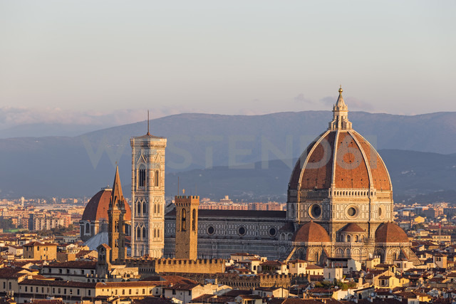 Italy, Tuscany, Florence, Campanile di Giotto and Florence Cathedral - FOF008294 - Fotofeeling/Westend61