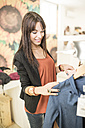 Young woman in fashion boutique - JASF000194