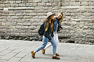 Spain, Barcelona, two young women walking in the city - EBSF000937