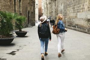 Spain, Barcelona, two young women walking in the city - EBSF000952