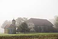 Germany, Old Bavaria, view to house and chapel - HAM000065