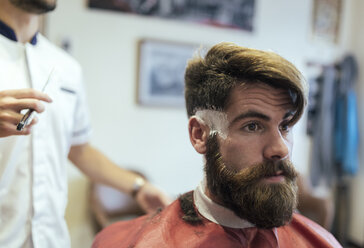 Customer with full beard in a barber shop - MGOF000887