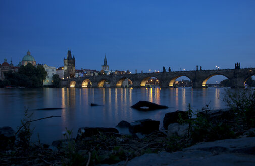 Czechia, Prague, view to lighted Charles Bridge and Old Town Bridge Tower at blue hour - OLEF000052