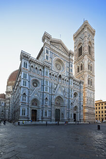 Italy, Florence, view to west facade of Basilica di Santa Maria del Fiore with Campanile di Giotto - FOF008303