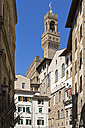 Italy, Florence, tower of Palazzo Veccio with house facades in the foreground - FOF008306