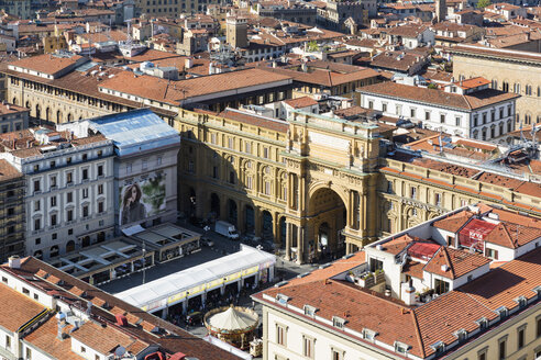 Italy, Tuscany, Florence, View of Piazza della Repubblica with Arcone - FO008324