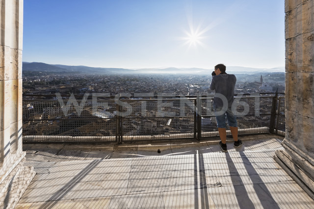 Italy, Tuscany, Florence, Cattedrale di Santa Maria del Fiore, Viewing point, Tourist photographing - FOF008330