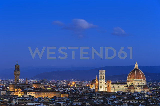 Italy, Tuscany, Florence, Cityscape, View of Cattedrale di Santa Maria del Fiore in the evening - FOF008334 - Fotofeeling/Westend61