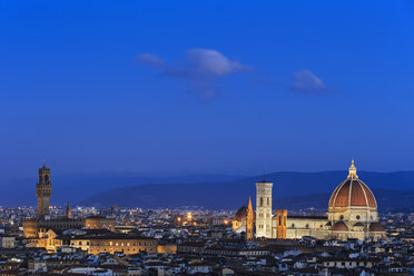 Italy, Tuscany, Florence, Cityscape, View of Cattedrale di Santa Maria del Fiore in the evening - FOF008334