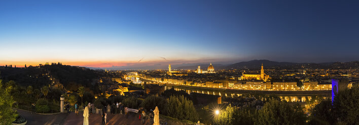 Italy, Tuscany, Florence, Cityscapein the evening, panorama - FOF008343