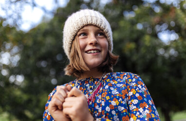 Portrait of smiling girl wearing woollen cap - MGOF000946