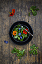 Bowl of lamb's lettuce with blossoms of borage and Indian cress - LVF004055