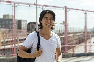 USA, New York City, smiling man on Williamsburg Bridge in Brooklyn - GIOF000374
