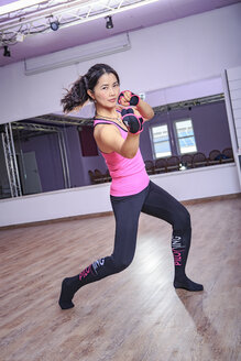 Asian woman exercising piloxing - VT000456